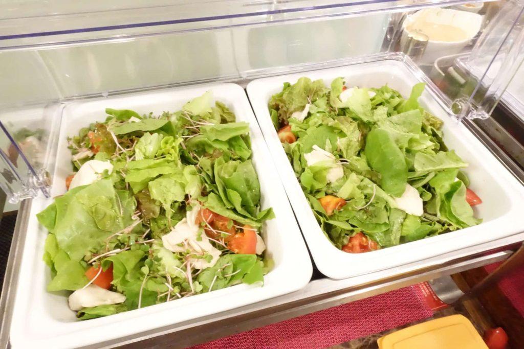 ホテル ケーニヒスクローネ くまポチ邸 ランチ サラダ食べ放題