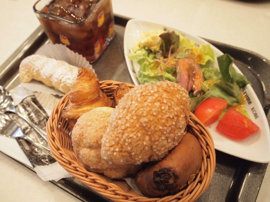 ホテル ケーニヒスクローネ くまポチ邸 ランチ パン食べ放題