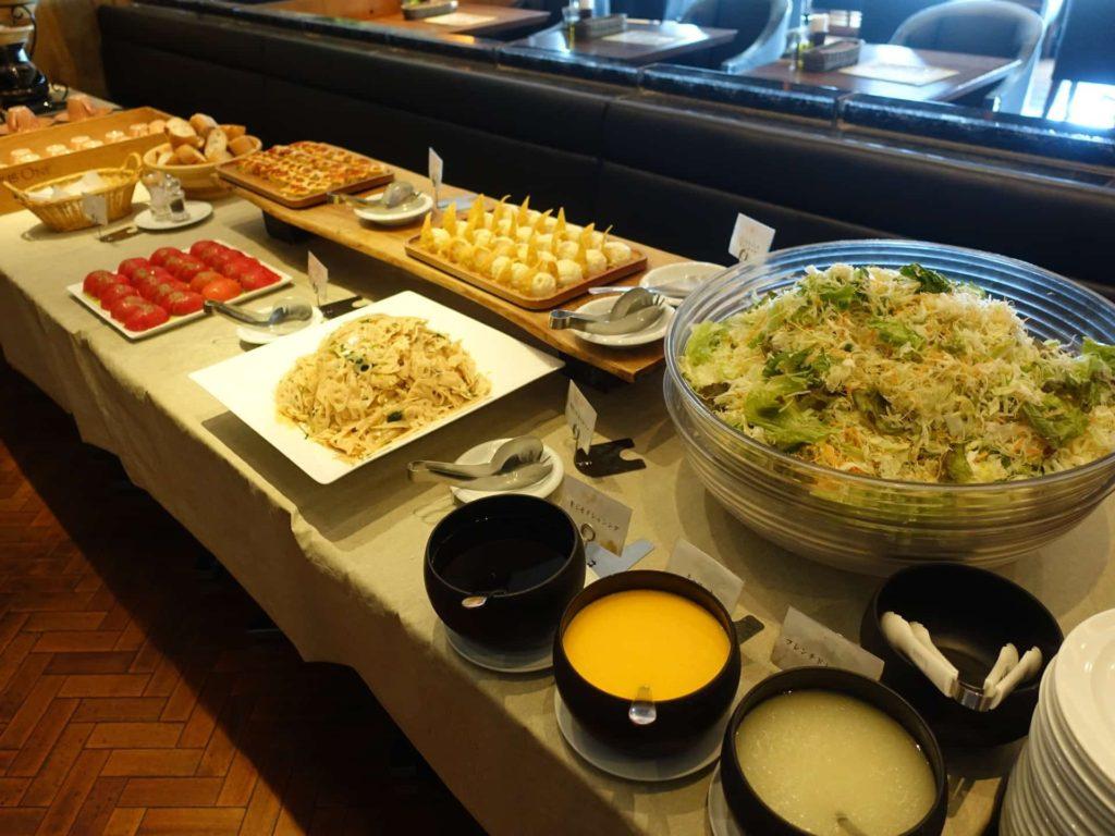 グリル燦 ミント神戸店 ランチ ピザ食べ放題 サラダ食べ放題 ドリンクバー ドリンク飲み放題 バイキング