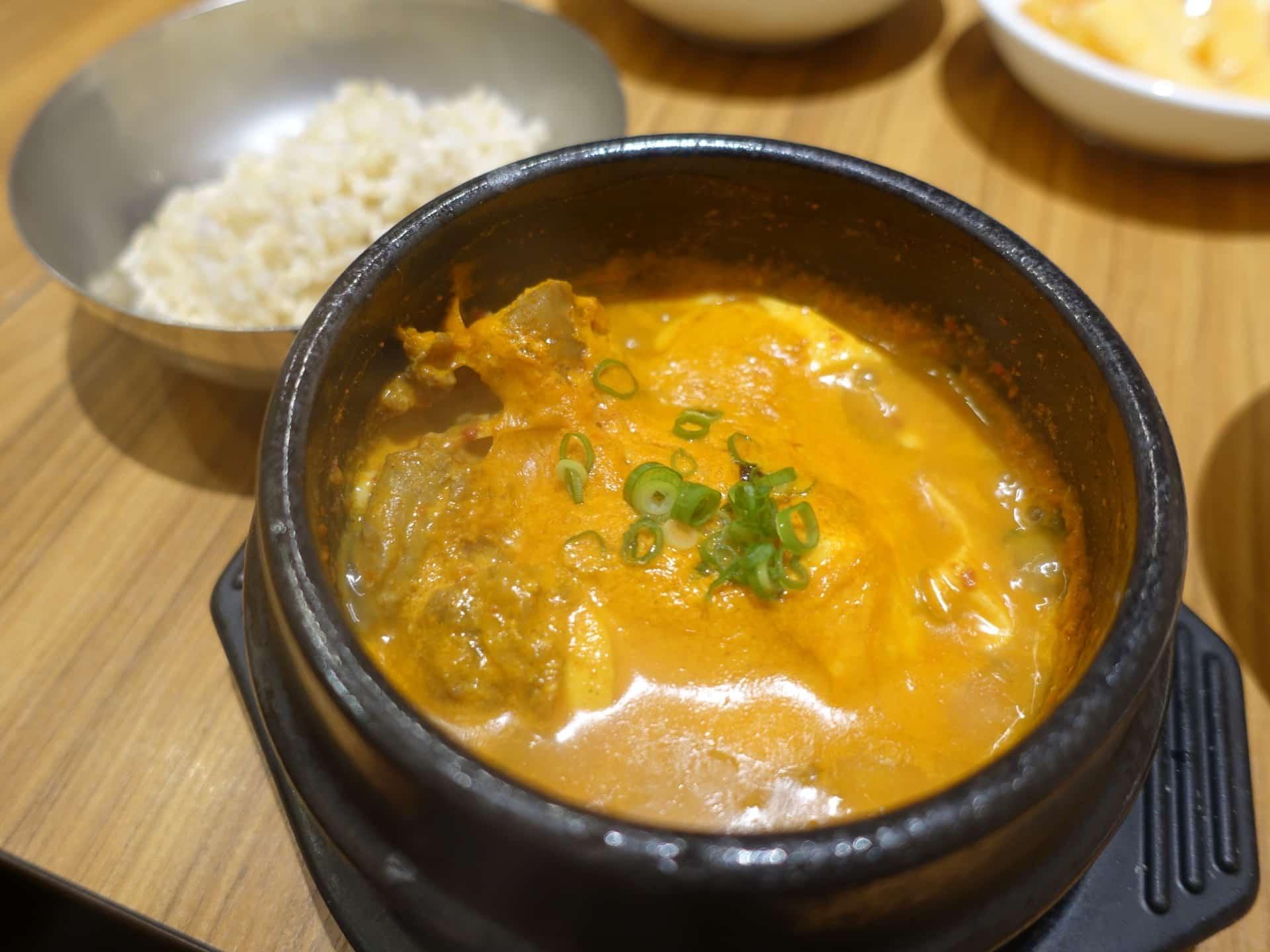 韓辛DELI(カンカンデリ) − 三宮で韓国料理の惣菜食べ放題ランチ!トッポギやチヂミもあるよ