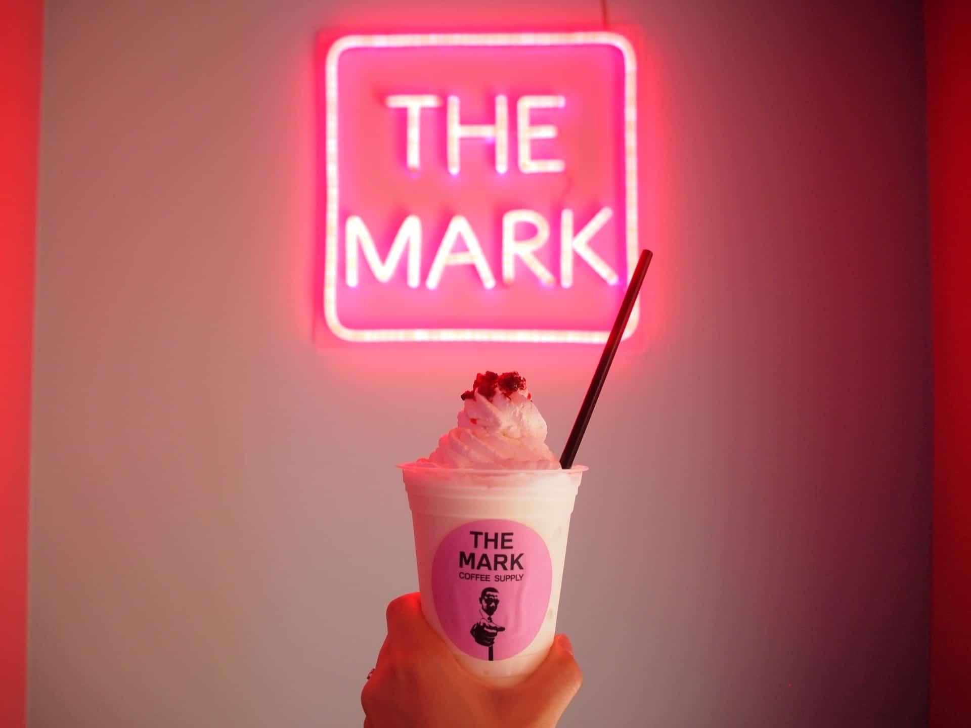THE MARK COFFEE SUPPLY − 神戸・三宮の新たなフォトジェニックカフェ!ピンク×ネオンがインスタ映え抜群