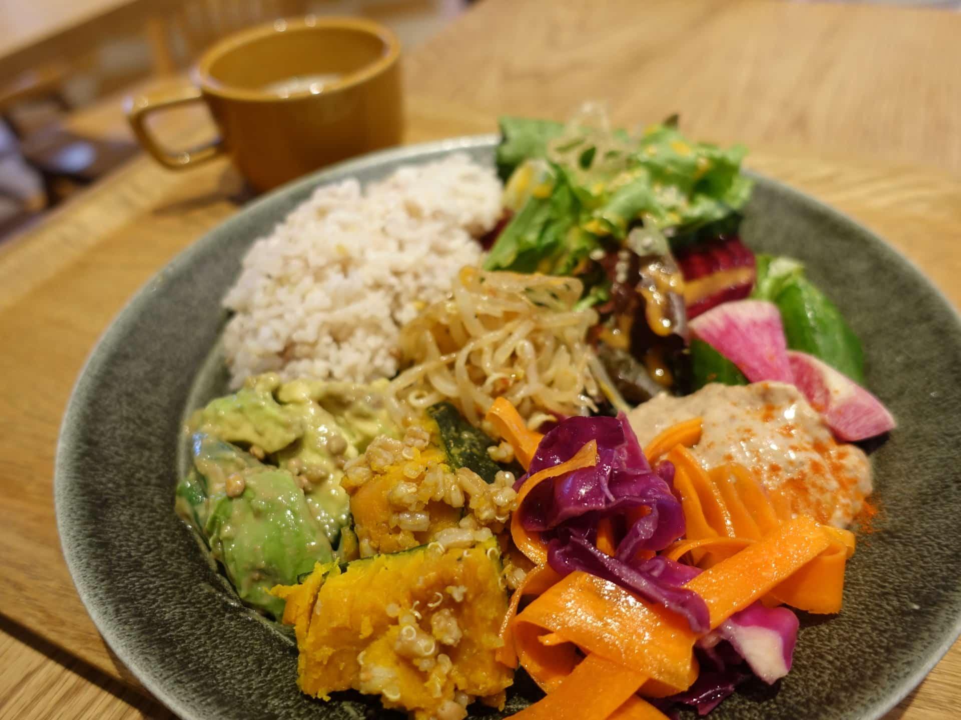 ニューラフレア − 神戸・三宮にある人気カフェ。ランチはドリンク飲み放題付きでお得!インスタ映えの店内にも注目