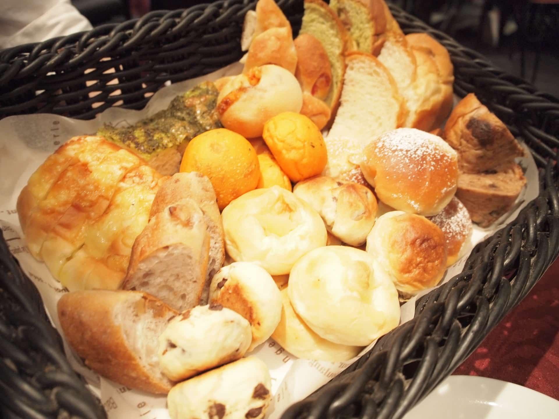 ロビンソン − 三宮で焼きたてのパン食べ放題ランチ。高級感があるのに安い!
