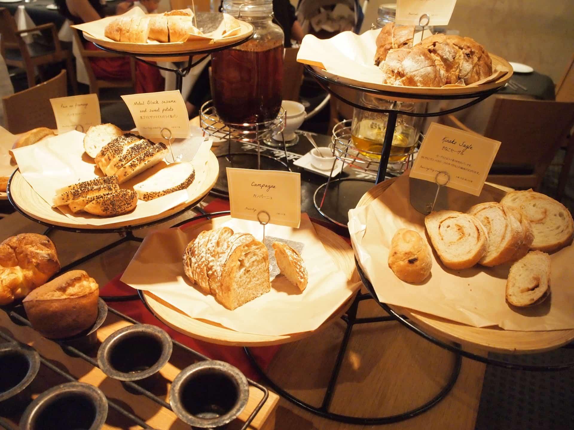 【閉店】CENTRAL(セントラル) − 圧巻の20種類以上のパン!三宮で種類豊富なパン食べ放題ランチ
