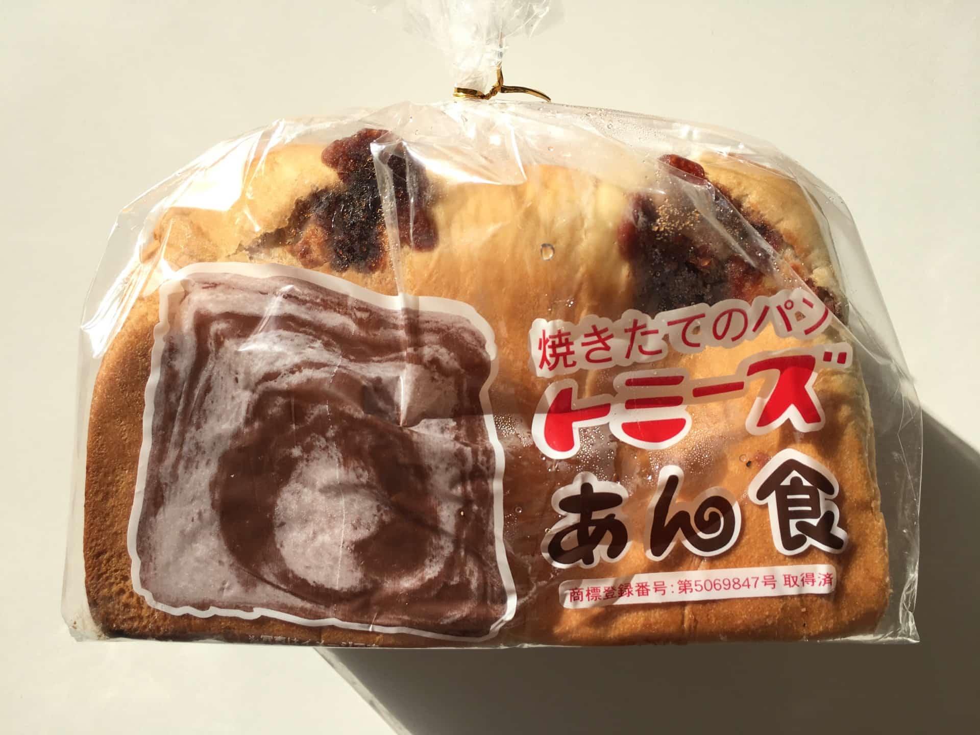 神戸・トミーズの「あん食」はあんこがたっぷり、どっしり。バターをのせるともうやみつき…!