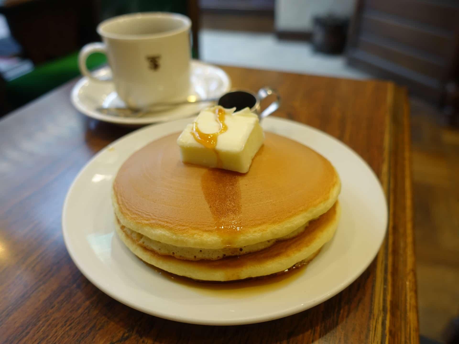 元町サントス − 神戸のレトロな喫茶店。目玉のホットケーキは懐かしい味で必食のおいしさ