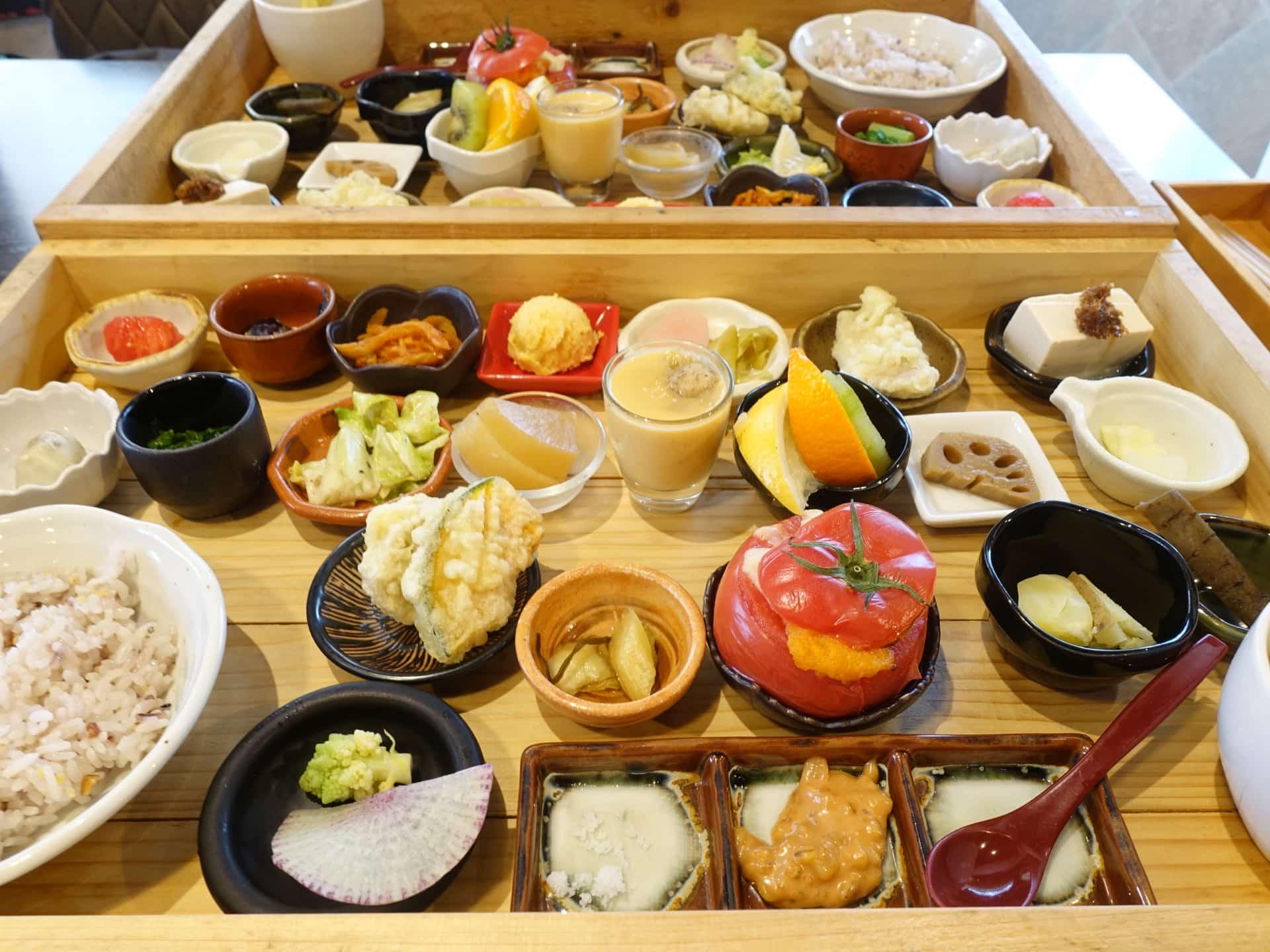 キッチン デ キッチン − 三宮で人気の福木箱ランチ!野菜がたっぷり&圧巻の品数でフォトジェニック