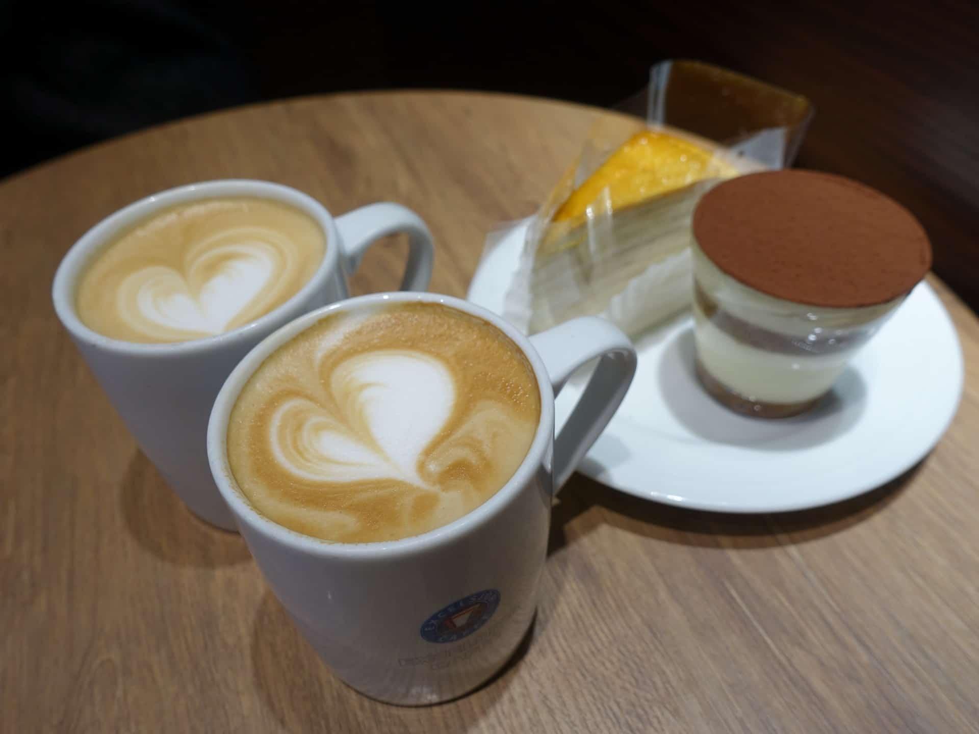 エクセルシオールカフェ神戸元町店 − ミルクレープやティラミスのスイーツがおすすめ。+250円でドリンクがつけられるよ