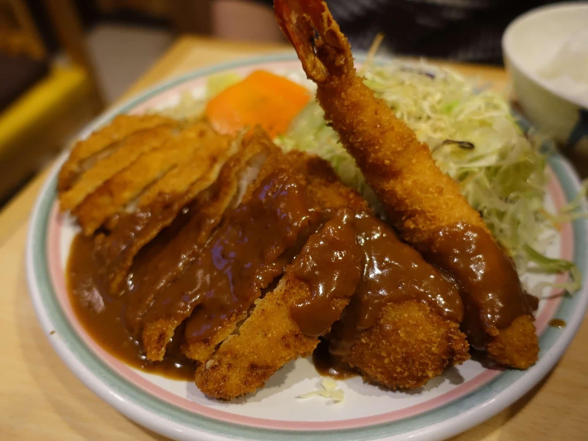 洋食屋 双平 − 神戸・元町にある老舗のフライ専門店でランチ。サクサク衣のエビフライもたまらない!