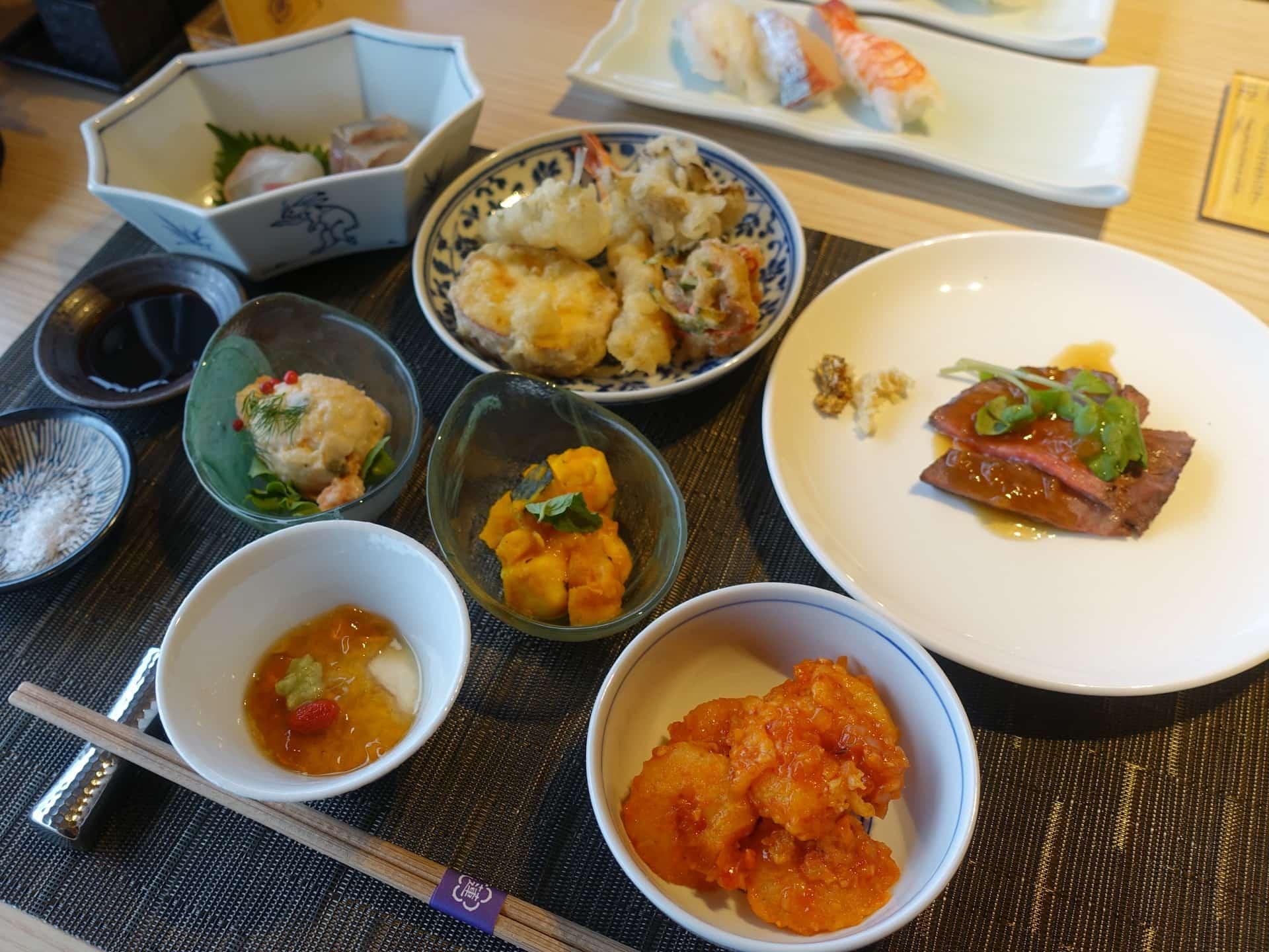 宿泊者限定の豪華ビュッフェ。神戸みなと温泉 蓮「万蓮」の夕食バイキングがすごい!天ぷらも寿司も食べ放題