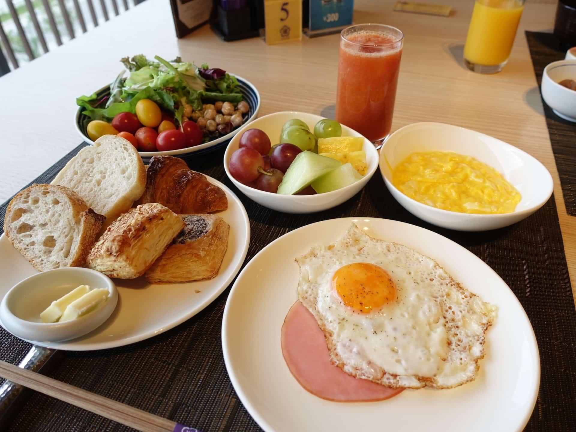 神戸みなと温泉 蓮「万蓮」の朝食ビュッフェが豪華…!「ル・パン神戸北野」のパンも食べ放題