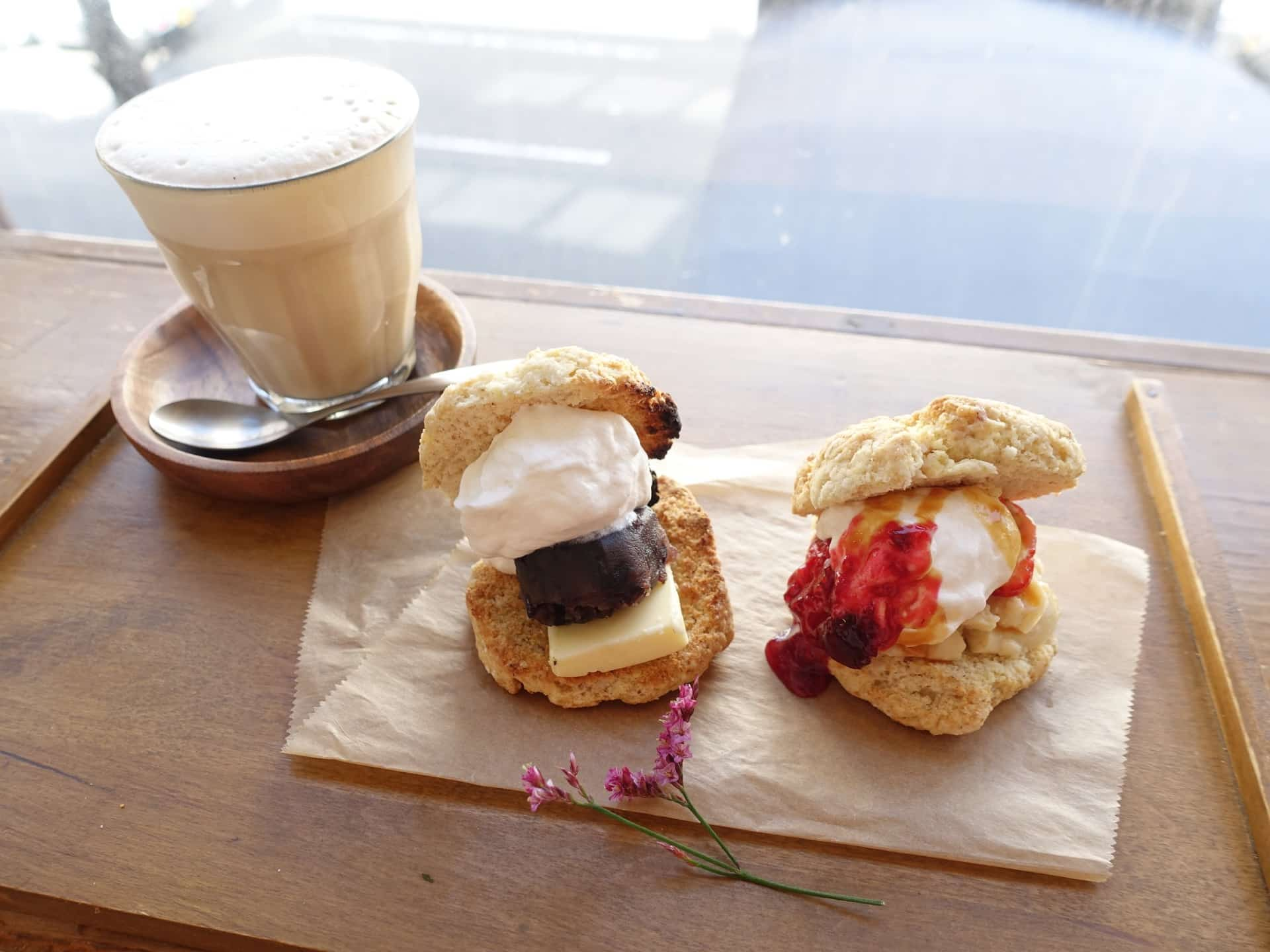 niji cafe(ニジカフェ) − 神戸・元町でほっこり過ごせるカフェ。スコーンはざくざく食感でふわふわ