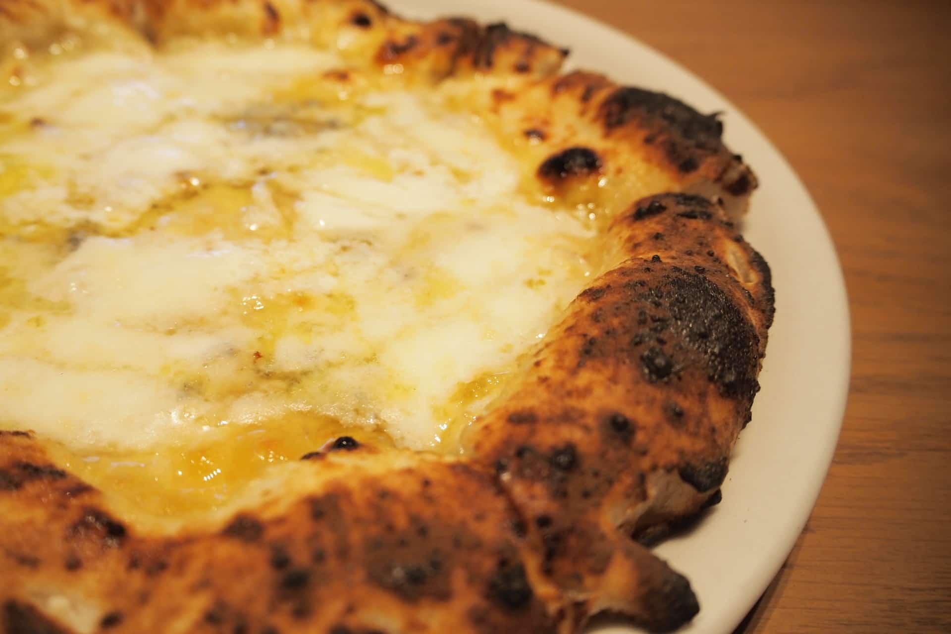 ファルピッテ − 神戸・三宮で人気の窯焼きピザランチ。平日はお得なランチセットあり